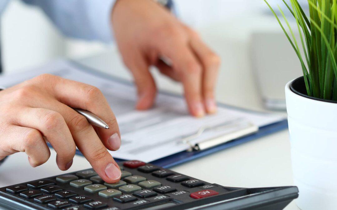 Steuerberatung (Sujet mit Rechner)